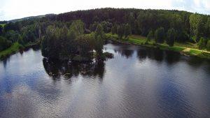 Вид озера Выгоничанка с воздуха. Остров